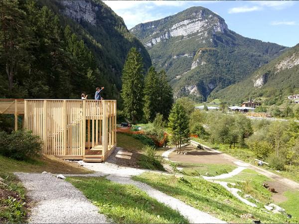 <span>11:11 Dolomiti</span><i>→</i>